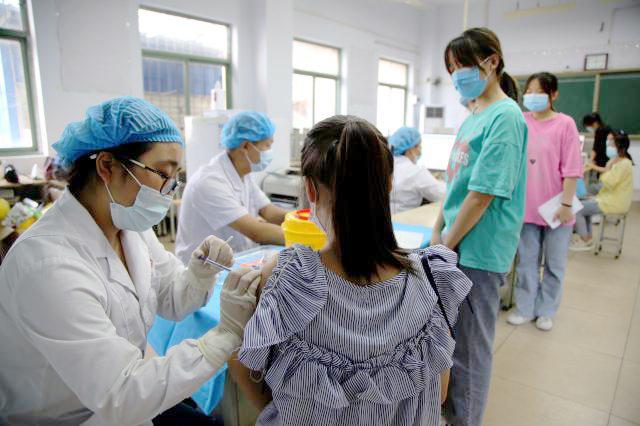 河南:全面启动12-17岁人群新冠疫苗接种